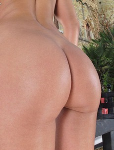 Lola Exotic Tanned Pink
