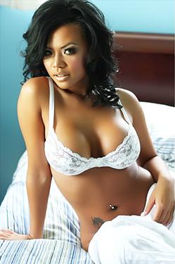 Melanie Elyza Hot In The Bed