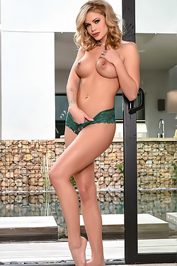 Jessa Rhodes Strips And Spreads Pussy