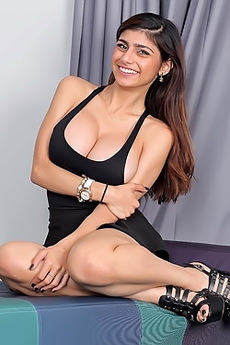 Mia Khalifa Shows Her Big Tits