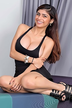 Mia Khalifa Shows Her Big Tits