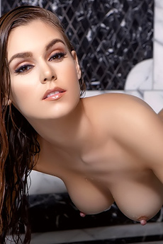 Amberleigh West Takes A Shower